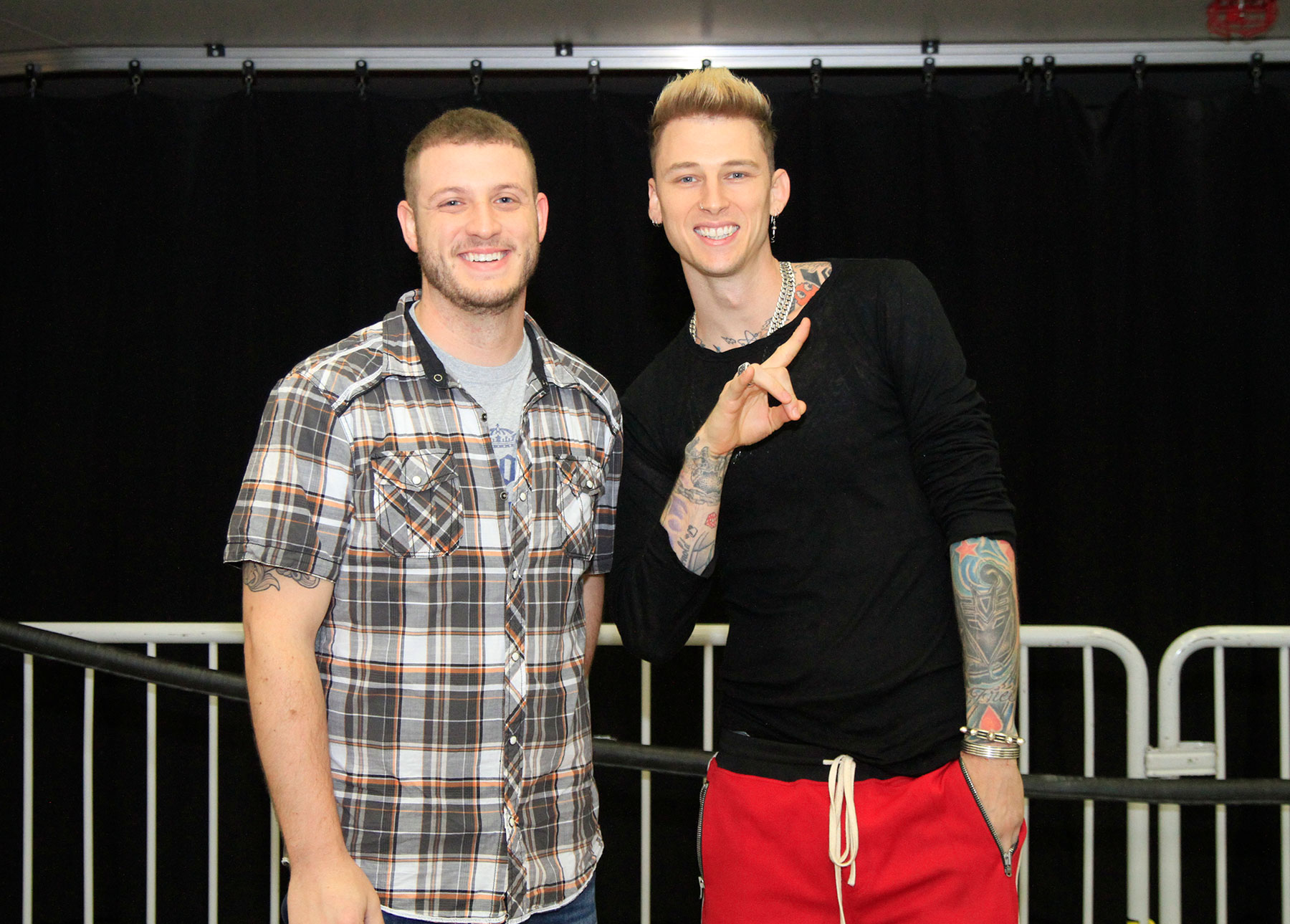 Fall Out Boy And Machine Gun Kelly Meet And Greet Hits 999fm